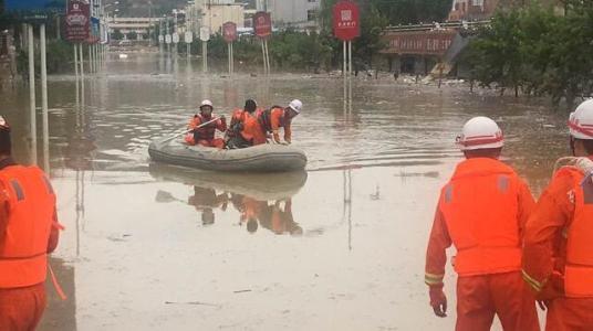陕西洛南县遭遇暴雨突袭,多镇受灾严重